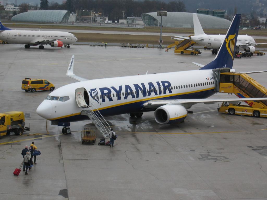 ryanair, zrakoplov, avion, salzburg aerodrom