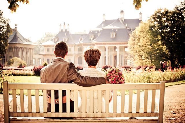 par, ljubav, zagrljaj, klupa