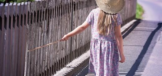 šešir. djevojčica, drveni most, most