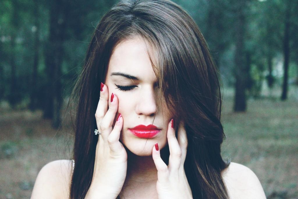 nokti, žena, usne