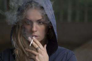 pušenje, cigareta, pušačica, žena koja puši