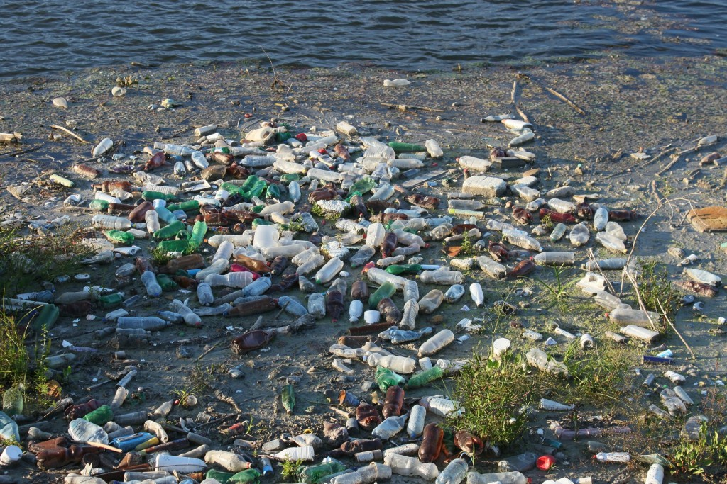 LJUDI UNIŠTAVAJU SVIJET: U moru godišnje završi 8 milijuna tona plastike – svake minute jedan kamion! 1