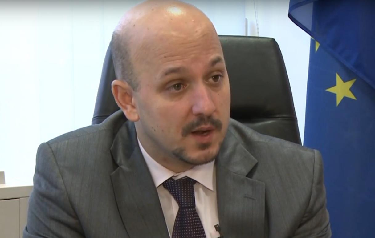 """FACEBOOK """"OBRAČUN"""": Premijeru, priznajte da je pravi premijer Karamarko"""