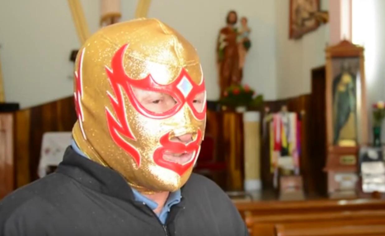 SVEĆENIK NACIONALNI HEROJ: Mlatio se u ringu pod maskom da bi uzdržavao sirotište