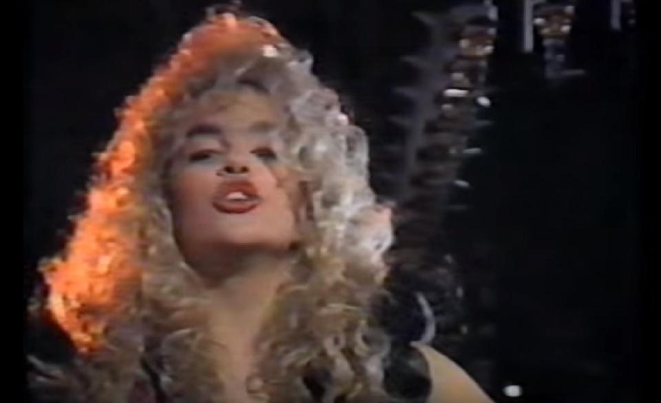 VIDEO: BILO JE DAVNO - Plavuša sam, rastavljena - pjevala je današnja zvijezda Seve