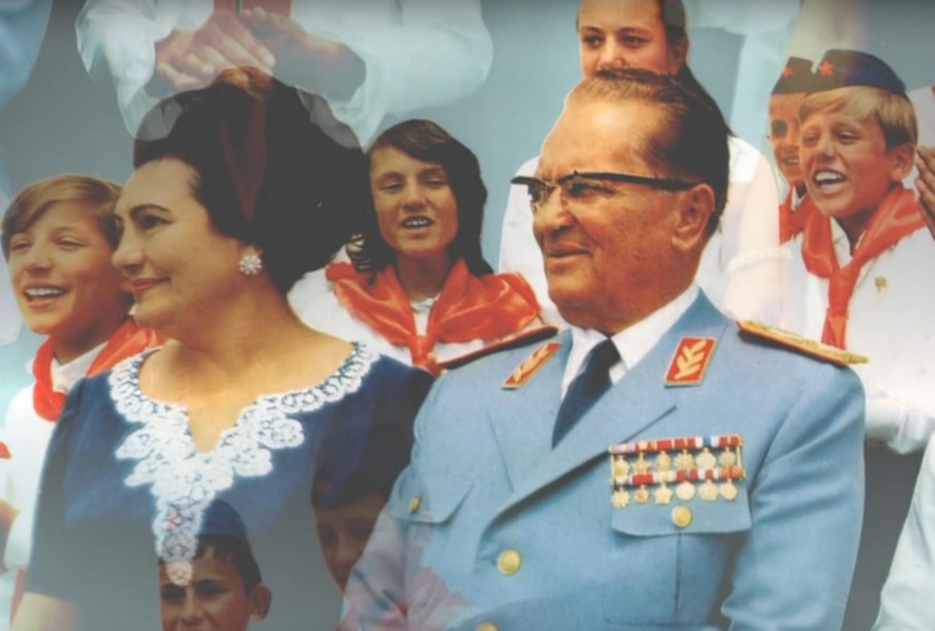 PETOKRAKA I MAŠKARE: Učenici prošetali gradom kao pioniri, Jovanka i Tito - zaradili prijavu 2