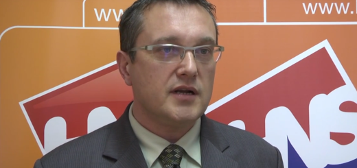 IZ SABORSKIH KLUPA: Goran Beus Richembergh - Most provodi još jednu reformu - zastupnice čitaju novine 1