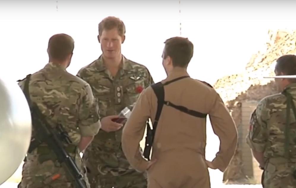 PRINC SKORO IZGUBIO GLAVU: Talibani raketom gađali britanskog princa Harryja 1