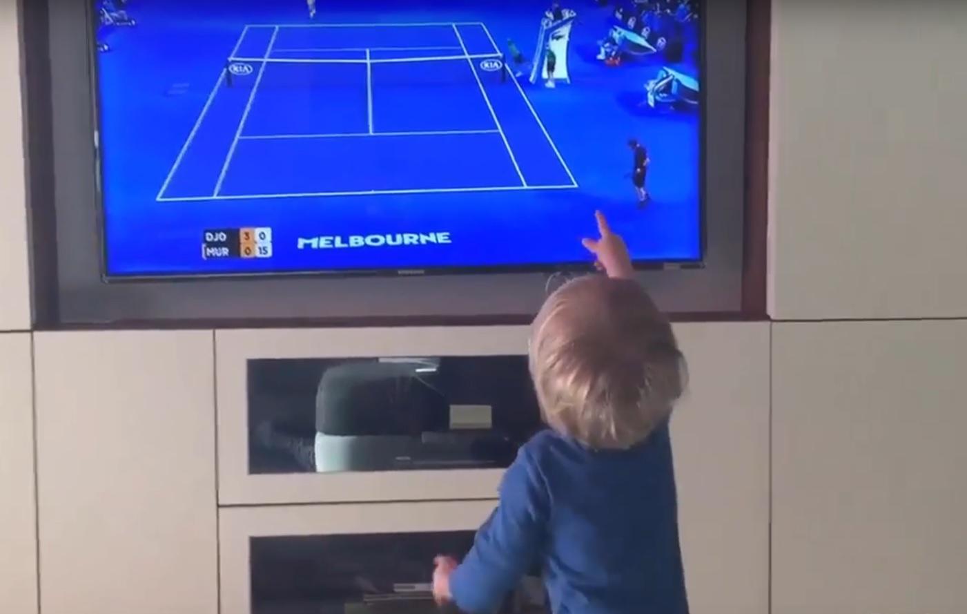VIDEO: TRENUCI RADOSTI - Pogledajte kako mali Stefan Đoković navija za tatu Novaka