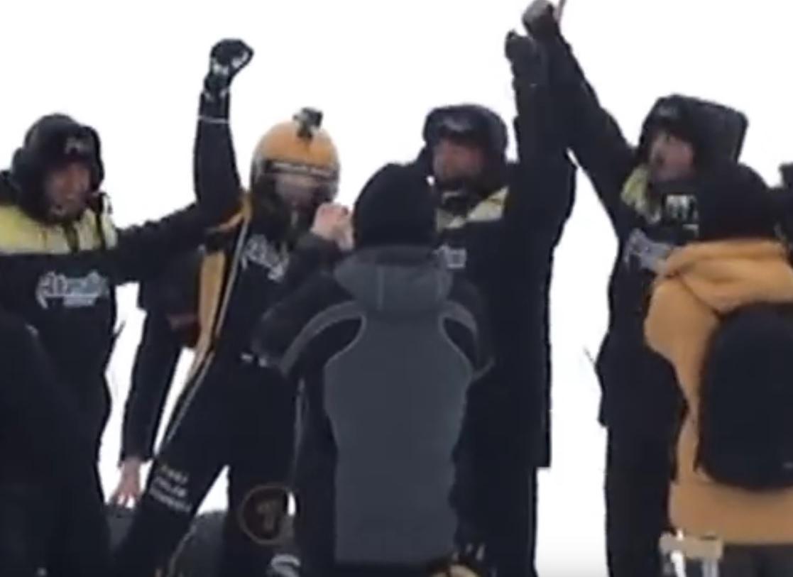 VIDEO: LUDI REKORDI - Kako je ruski vozač ganjao svoj bolid zaleđenim jezerom