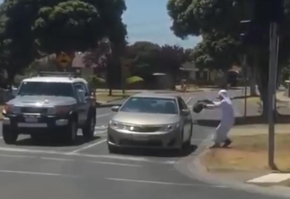 """VIDEO: """"TERORISTI"""" U GRADU - Pogledajte što se događa kada """"divljaju i prijete"""" tri brata"""