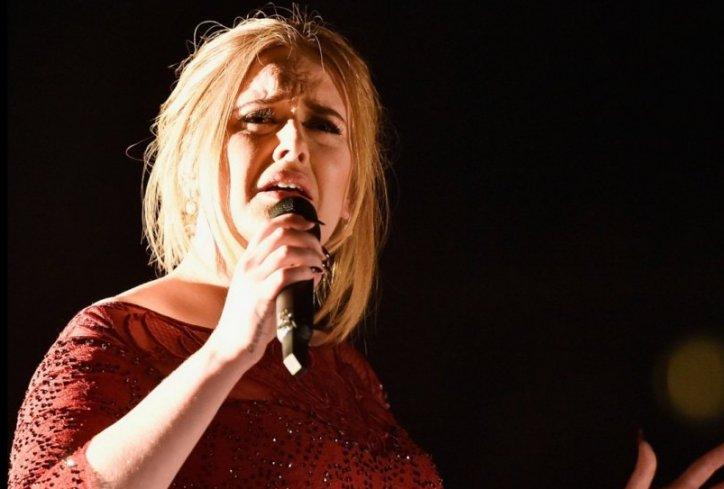 VELIKO SRCE: Pogledajte što je Adele u suzama učinila za spomen žrtvama terorizma