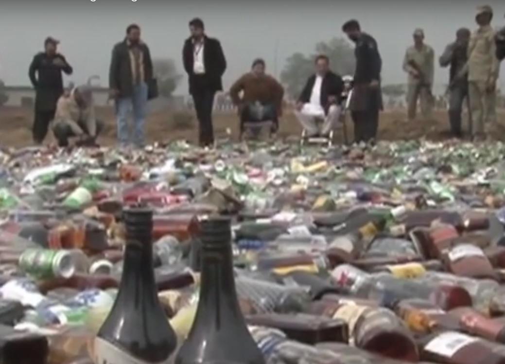 UBIO IH ALKOHOL: Petnaestak mrtvih i više otrovanih - policija lovi sumnjivce