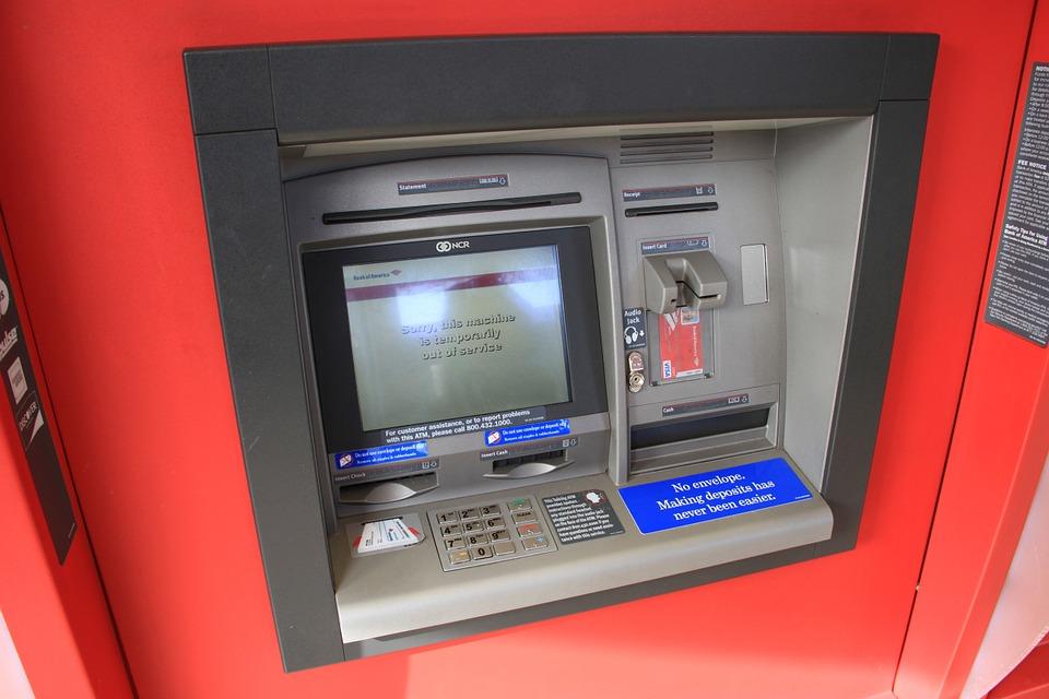 """NOVI MAJSTORI U KRAĐI: Kako lopovi """"čiste"""" vaše račune na bankomatima"""