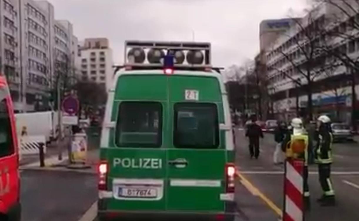 AUTOBOMBA ILI?: Passat eksplodirao i letio zrakom usred Berlina