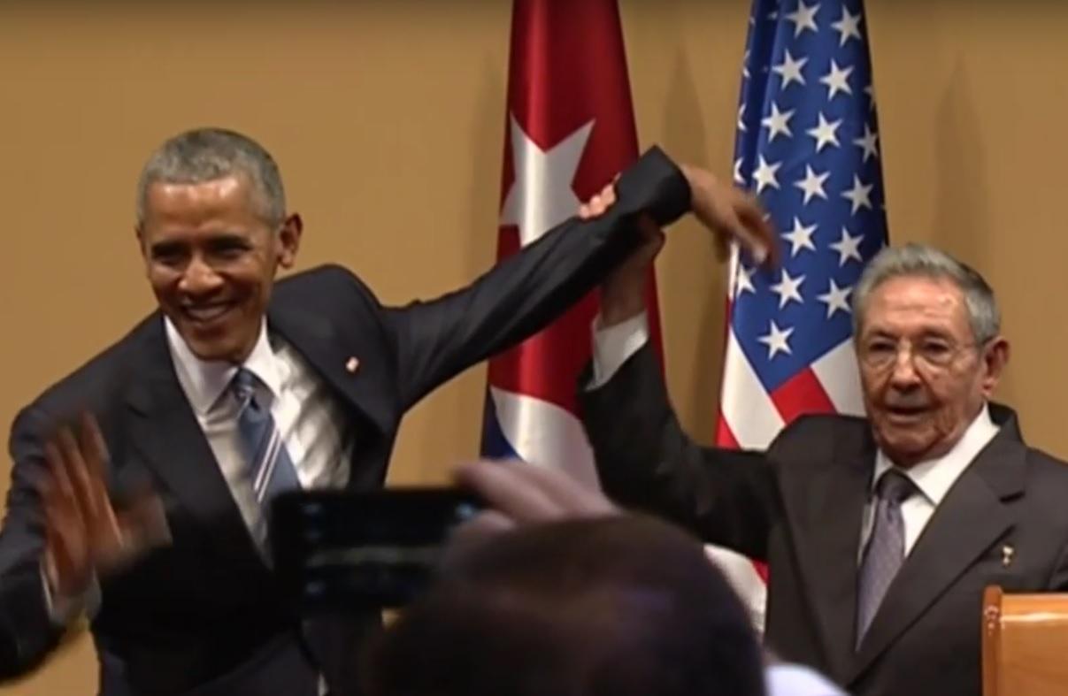 VIDEO: ODBIO OBAMU - Pogledajte kako je Castro vješto izbjegao zagrljaj