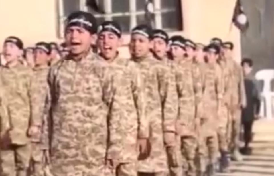 VIDEO: STRAVIČNA ŠKOLA - Kako ISIL-ovci uče djecu barbarstvu i terorizmu