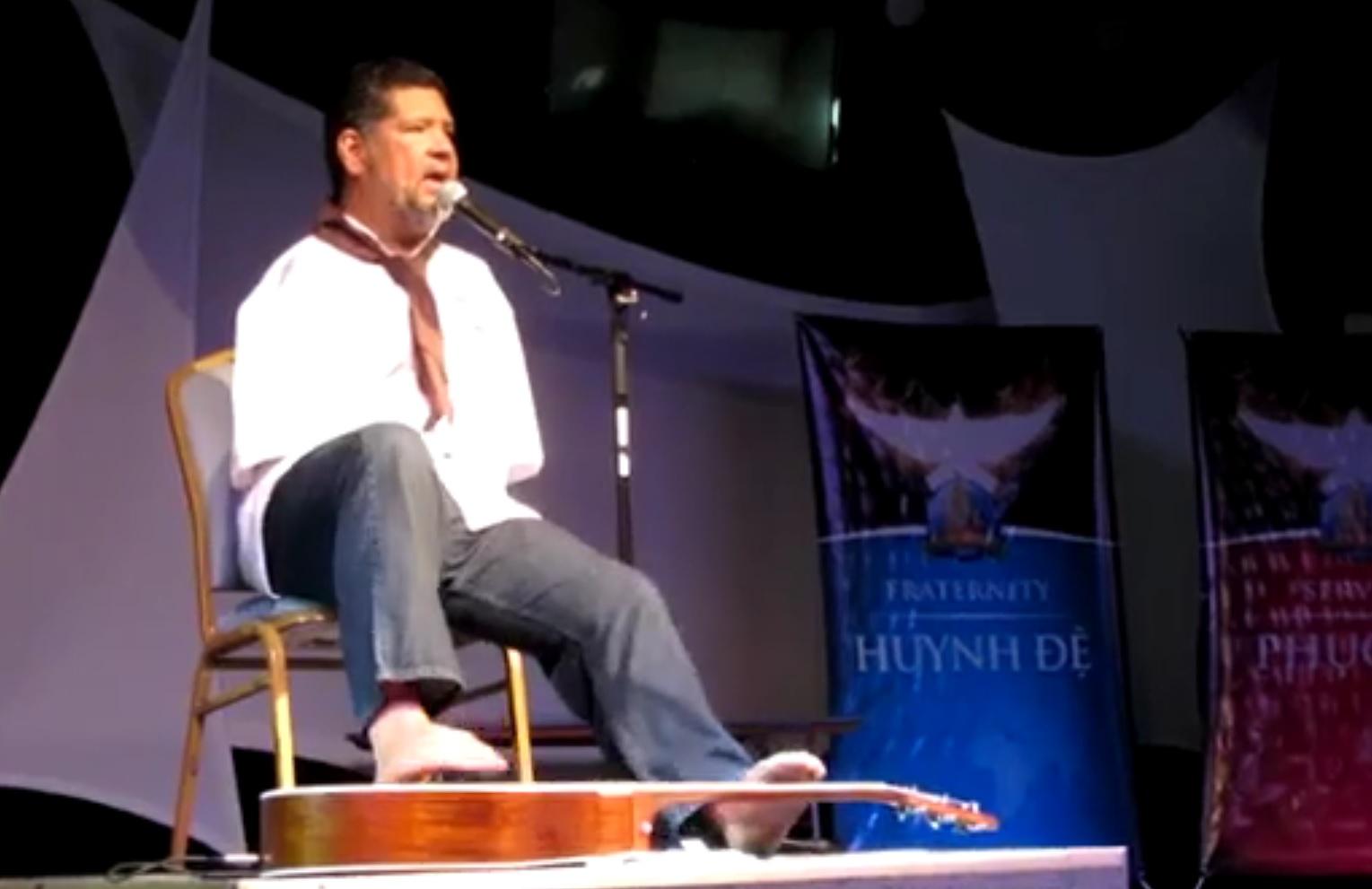 VIDEO: PRAVI ČAROBNJAK - Nema ruke, ali je majstor na gitari - pogledajte