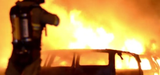 VIDEO: NAPAD NA POLICIJU - Kako je došlo do paleži i nereda migranata u Stockholmu 1