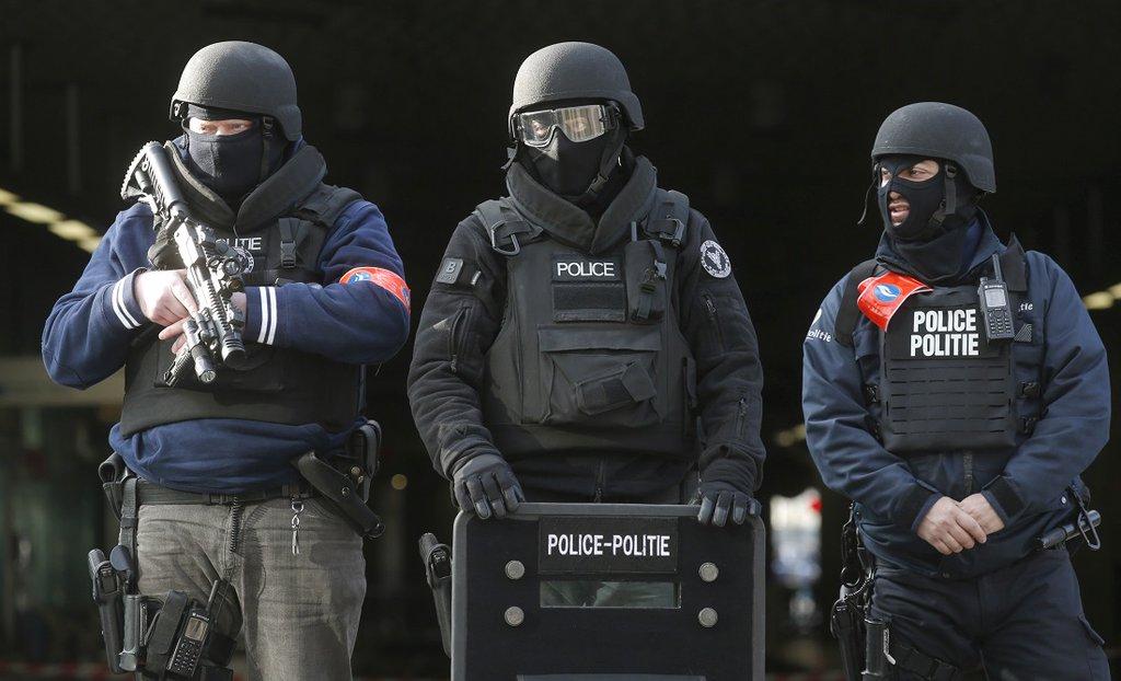VIDEO: POLICIJA ČEŠLJA GRAD - Nakon užasa, smrti i rana u Belgiji trodnevna žalost 4