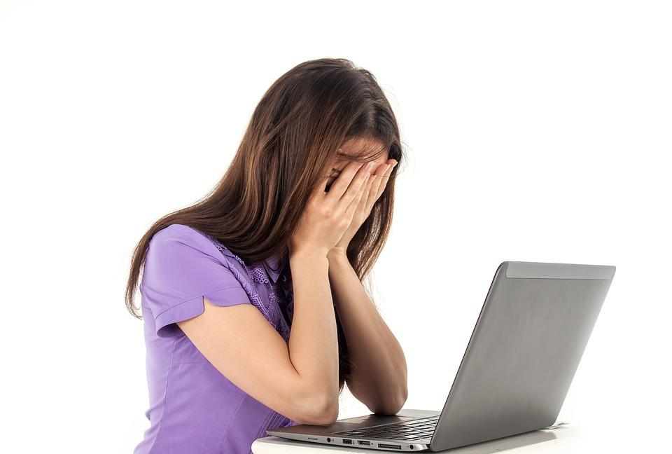 """ZNANSTVENICI OTKRIVAJU: Zašto su oni koji """"vise"""" na društvenim mrežama skloniji depresiji?"""