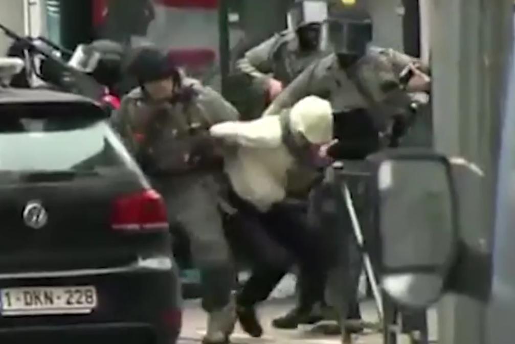 VIDEO: BRUXELLES - Ovo su trenuci kada je uhićen najtraženiji terorist na svijetu! 1