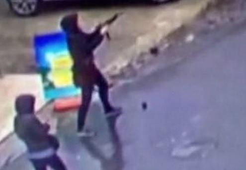 VIDEO: TERORIZAM U ISTANBULU - Izletjele iz auta i pucale po policiji - nakon akcije obje su likvidirane 2