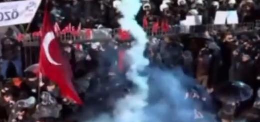 VIDEO: SUKOBI U ISTANBULU - Policija suzavcem rastjerala pristaše oporbenog lista