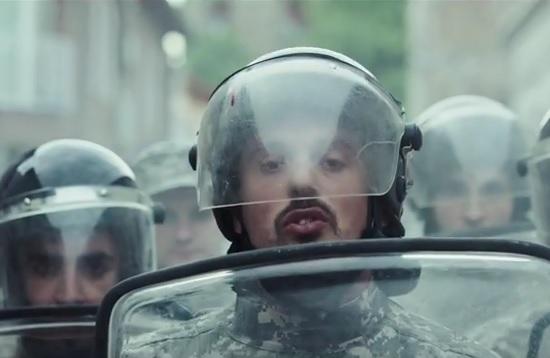"""VIDEO: PJESMOM UZDRMALI SRBIJU - """"Šatro"""" svi smo isti, ali svinje ipak vladaju"""