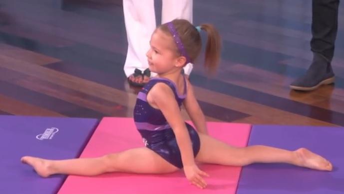 VIDEO: SLATKICA OD GUME - Pogledajte što sve na spravama radi trogodišnja Emma 1