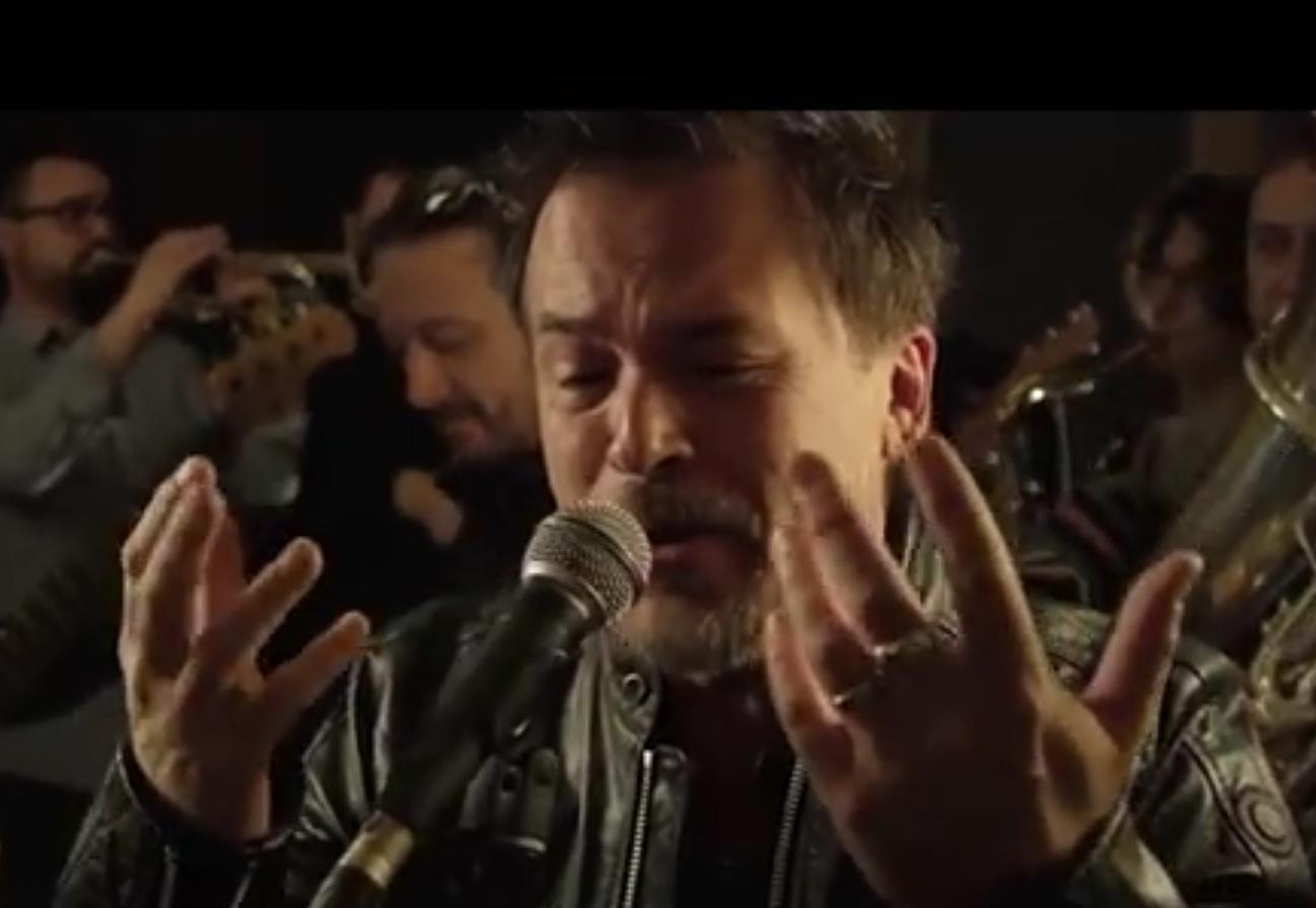 "VIDEO: NOVI HIT - Poslušajte kako to ""Onako, od oka"" vidi i pjeva majstor Gibonni"