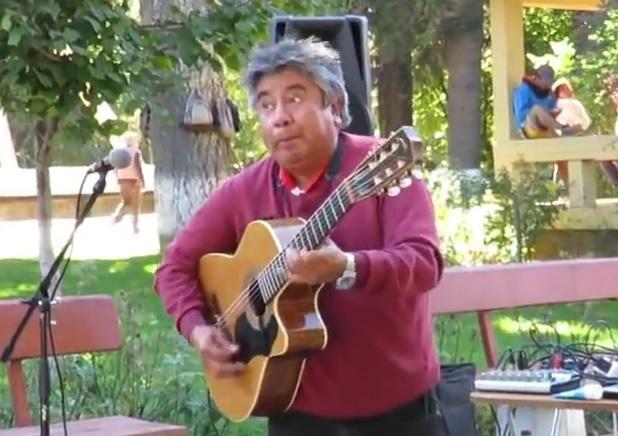 VIDEO: VELEMAJSTOR S ULICE - Fascinantno je što sve ovaj čovjek može s gitarom