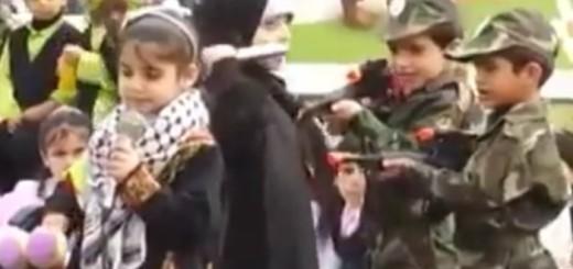 """VIDEO: DJECA SE IGRAJU RATA - Djevojčica s nožem u ruci """"napada"""" izraelske vojnike"""