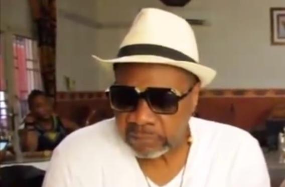 VIDEO: SMRT AFRIČKE IKONE - Poznati pjevač Papa Wenga srušio se na pozornici
