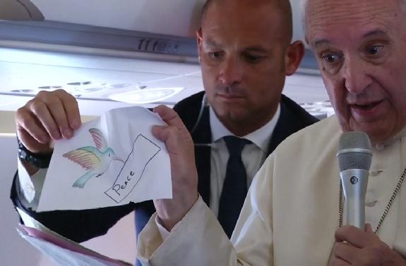 VIDEO: PAPA FRANJO - Dobio sam mnogo crteža, i što djeca žele? Žele mir. Mir, jer pate...