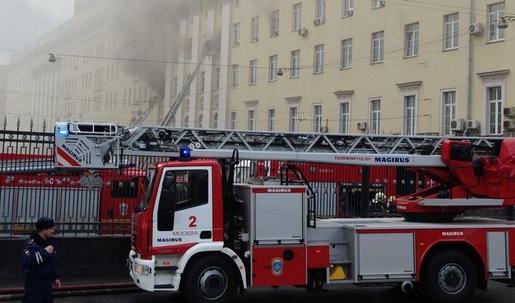 VIDEO: MOSKVA - Ministarstvo obrane u plamenu - vatra zahvatila cijelu zgradu