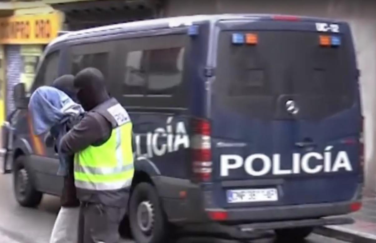 LOV NA TERORISTE: Uhićeni dobavljači oružja za pokolj u Parizu - među njima Crnogorac i Srbin