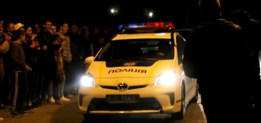 """VIDEO: POLICAJCI NA ILEGALNOJ UTRCI - Umjesto da utrku spriječe, oni su se pod """"rotirkom"""" uključili 1"""