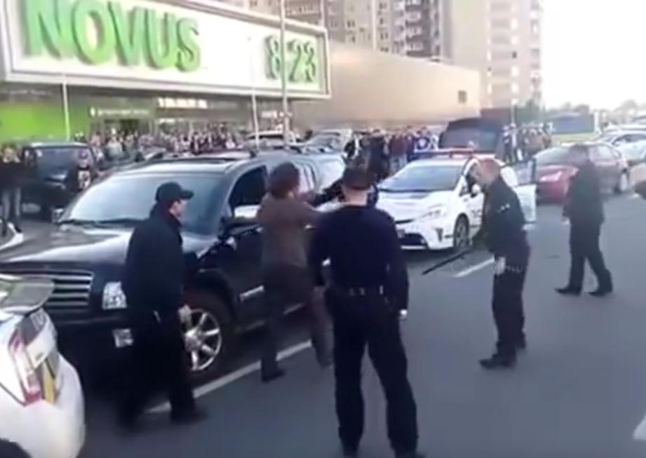 VIDEO: OKRŠAJ OLIMPIJCA - Pogledajte kako se olimpijski prvak u hrvanju obračunao s policijom