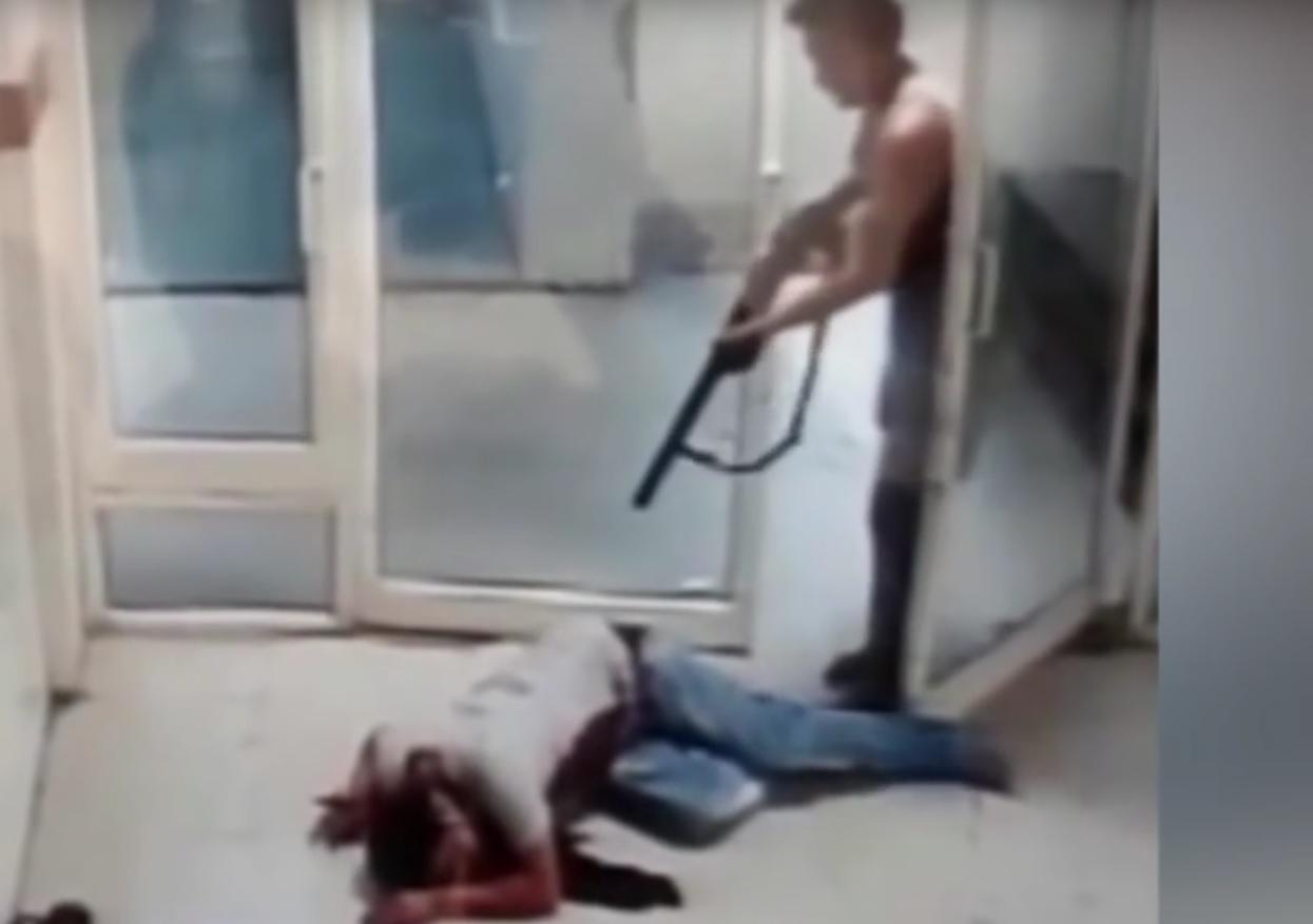 KRVAVI POHOD: Ubio susjedu, teško ranio njezinu unuku i potom se zapalio i ubio