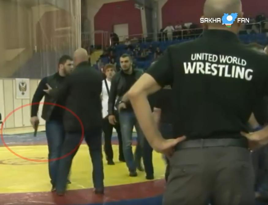 VIDEO: HOROR SKANDAL - Nakon borbe u hrvanju, Čečen izvadio pištolj