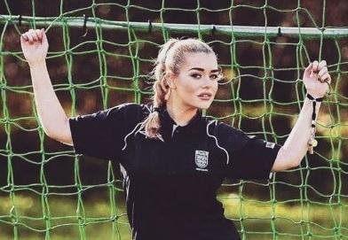 VIDEO: STRIPTIZETA U NOGOMETU: Amy kuca polako na vrata prve nogometne lige - pogledajte 1