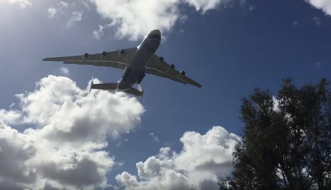 VIDEO: NAJVEĆI NA SVIJETU - Zrakoplov An-225 Mriya nosi čak 250 tona tereta
