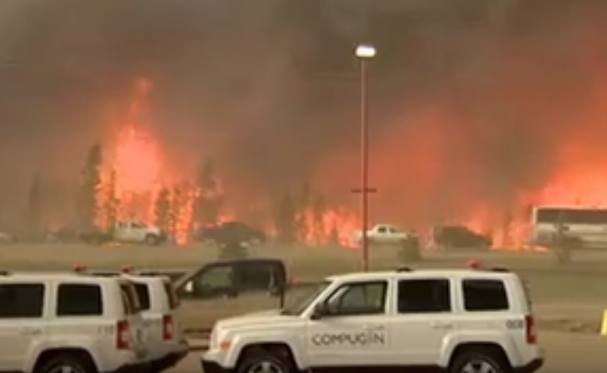 VIDEO: UŽASAN POŽAR U KANADI - Vatrena stihija je u predgrađu grada sa 100 tisuća stanovnika