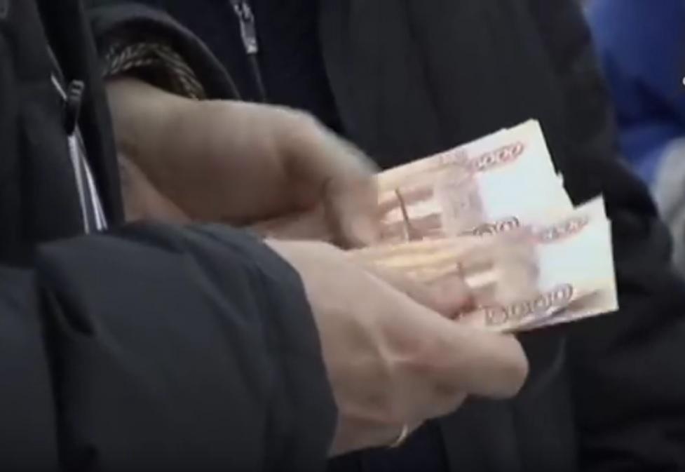 U RUSIJI PADAJU PLAĆE: Prosječna primanja iznose 433 dolara, sada manje nego i u Kini