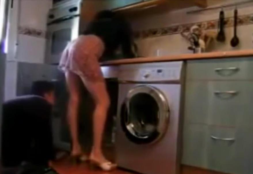 VIDEO: HIT NA INTERNETU - Snimio suprugu kako je osvajala kućnog majstora