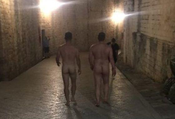 NEVJEROJATNO: Posve goli prošetali povijesnom jezgrom Dubrovnika!