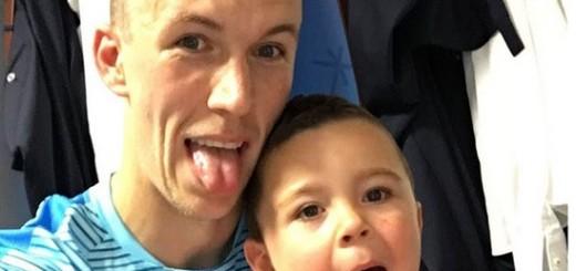 FOTKA ZA PAMĆENJE: Dva Perišića u trenucima šale i radosti - tata Ivan i sinčić Leonardo