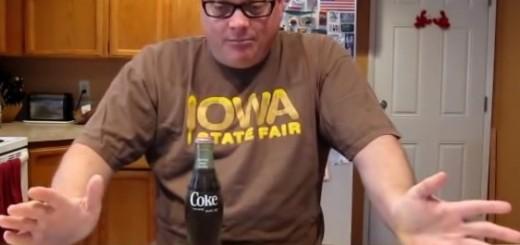 VIDEO: NEOBIČNI REKORD - Otvorio bocu Coca-Cole koju je čuvao 33 godine