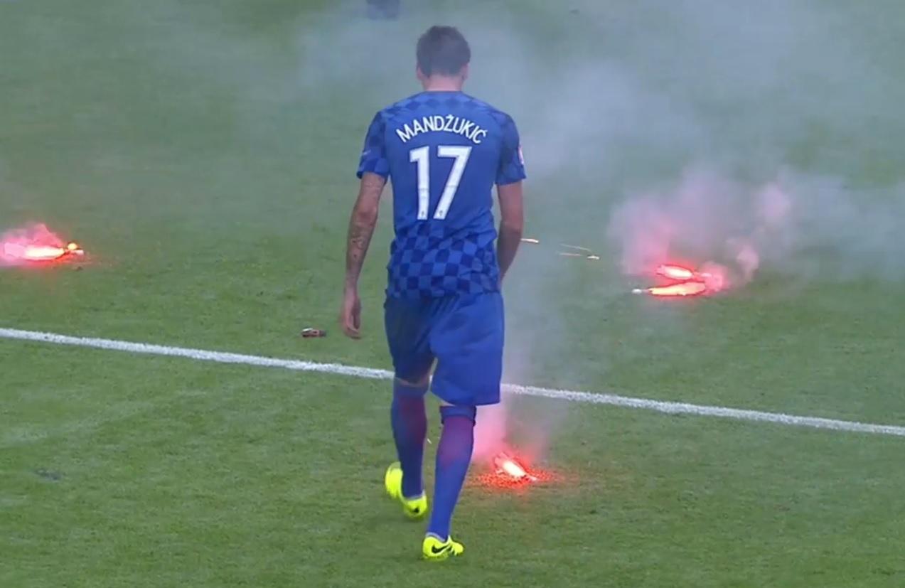 UEFA SPREMA SANKCIJE: Zbog divljaka s hrvatskim obilježjima prijeti nam oštra kazna 2